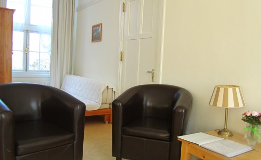"Kamer 6 ruime kamer met o.a. zeezicht type ""Royal"" / familiekamer"