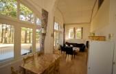 Saffier-woonkamer-en-eethoek